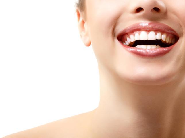 Importancia de una sonrisa saludable para la confianza en una mismo